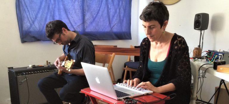 A=B: Lali Barrière (sinusoïdals), Ferran Fages (guitarra elèctrica). Barcelona 21-5-2016