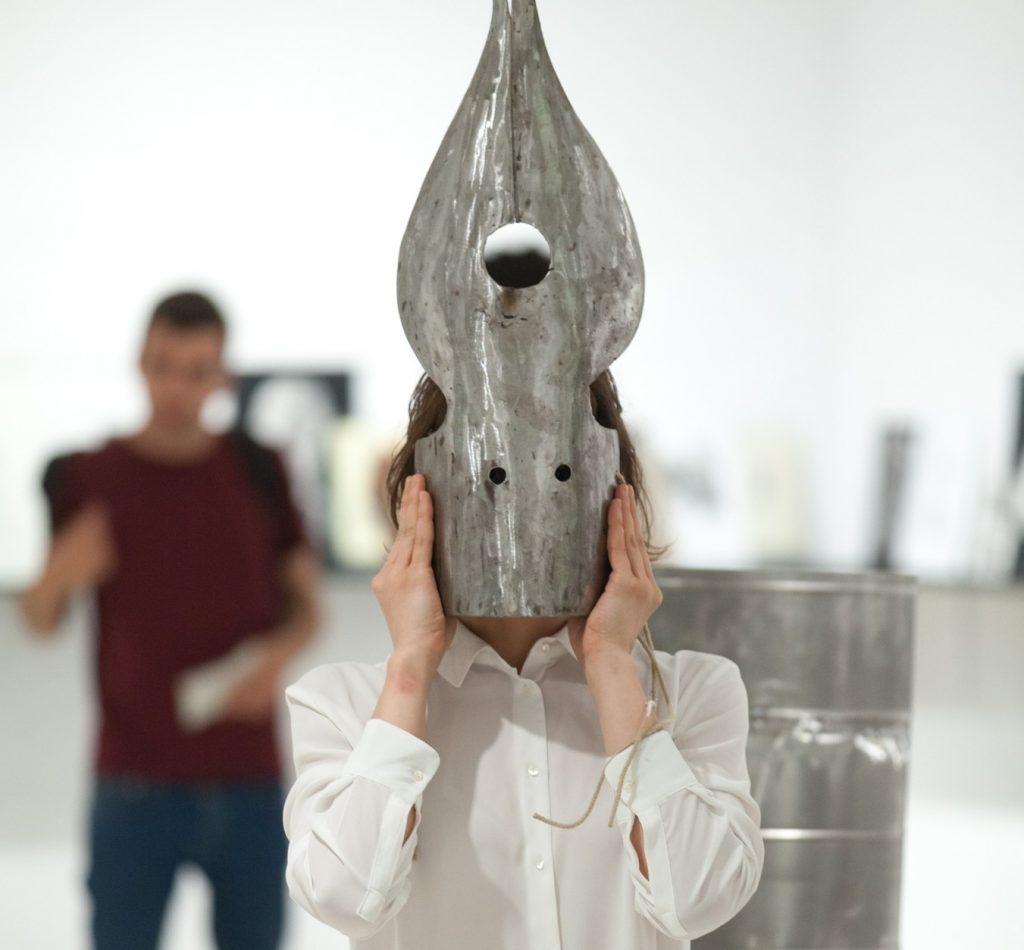 Acció-Performativa-Inauguració-Formació-en-ambidexteritat-EvaKotatkova-Espai13-FJM©-Fundació-Joan-Miró.-Foto-Pere-Pratdesaba-05-e1435653820231