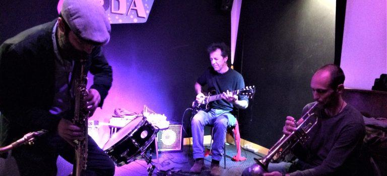 Matt Davis, Tom Chant, Nuno Rebelo al Soda Acústic, Barcelona, 28-10-2015